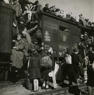 Margaret Bourke-White, [Overcrowded train waiting to depart from Anhalter Bahnhof, Berlin, Germany], August 1945 Courtesy of Special Collections Research Center, Syracuse University Libraries Photo © Estate of Margaret Bourke-White/Licensed by VAGA, New York, NY